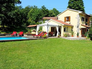 Romantic oasis of peace and greenness with pool and whirlpool, 6km from Opatija