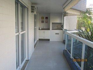Apartamento 4 quartos a 100 metros da praia, acomoda 8 pessoas, todo reformado.