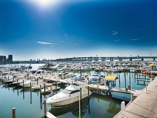 3241 - Newly remodeled 2+den  condo w/ water views