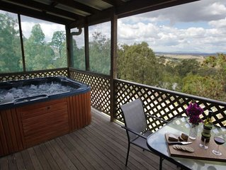 Cedar Cottage  - Amazing views, private jacuzzi