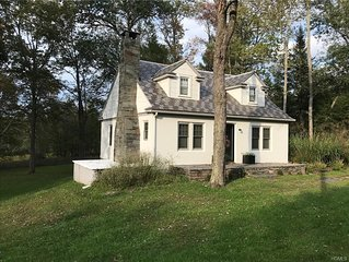Cozy Cottage Minutes from the Delaware River and Town.
