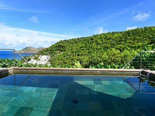 Heated Swimming Pool, Complimentary Rental Car, Free Access to Gym, Modern Kitch
