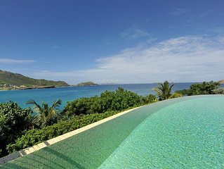 Gorgeous Infinity Edge Pool, Beach Front, Entertainment System, Short Walk to Re