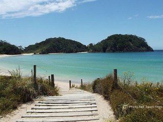 Matapouri bach - voted top 2 beach in New Zealand