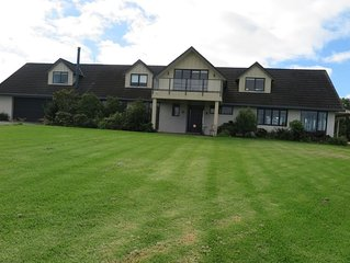 Modern, light, convenient, fully fitted space with sea views and spacious garden