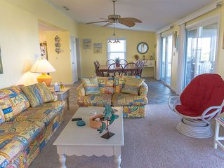 4 bed, canal front in Hatteras w/ hot tub