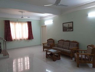 Spacious Beautifuly Furnished 3 Bedroom, Hall & Kitchen apartment.