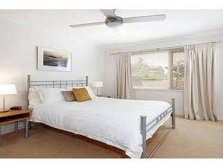 Relax  in tranquil surroundings a stone's throw from the Swan River...