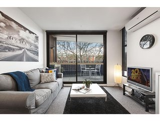 Modern 2 bed apartment in trendy Collingwood