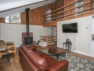 Bear Cub Den Tri-Level 3BR Chalet / Air-Hockey / Essentials