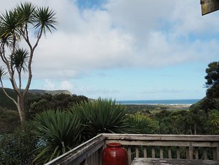Ruru Cottage nestled at beautiful Bethells Beach