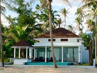 Beautiful Beachfront 3 BRM, private pool