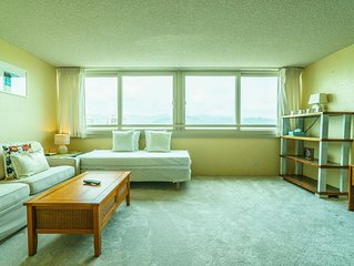 Island Colony. Great View and Great 1 Bedroom in the Center of Waikiki (IC02)