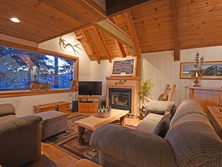 Comfortable and Charming Lake View Chalet: Fireplace, Hot Tub, Smart TV