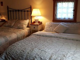 Adorable B&B on the Ile d'Orleans, Quebec. - The Grand room