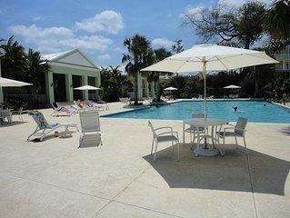Meelie's Villa: free wifi, beach, pool, ocean & G-views, outdoor shower & bbq.