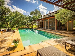 Modern Hill Country Retreat, 2 miles to downtown