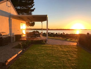 Mid-week deal - boutique waterfront accommodation for 2 couples