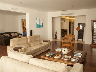 Beautiful, spacious architect-designed apartment one block from Copacabana beach