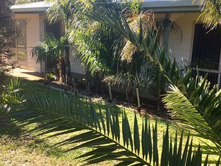 """Drew's Beach House - WIFi & LINEN included for your """"PERFECT STAY in VENUS BAY"""""""