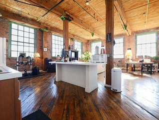 Artsy River Loft Near Downtown