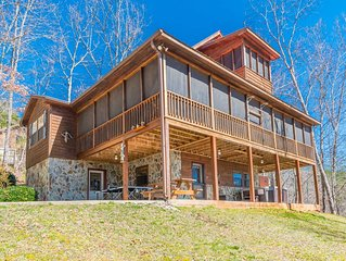 Cherokee Sunrise, a Majestic Mountain Cabin on 3 stories!