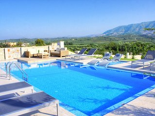 Family-Friendly Villa With Large Pool In Idyllic  Surroundings, Sea/Mountainview
