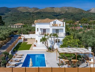 Villa Status, 4 bedroom vila with panoramic view and private pool,
