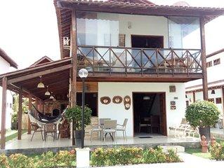#Casa em condomínio fechado com 03 quartos e um mezanino climatizado