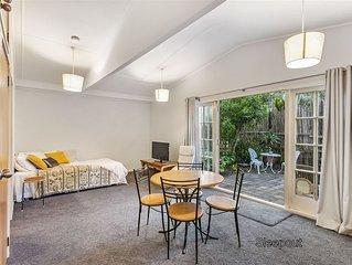 1 bedroom flat in the heart of Piha