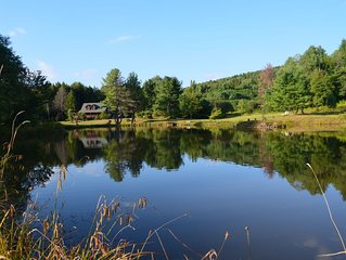 DREAM LOG CABIN 110 Beautiful Acres/Hot Tub/ 5 Minutes to the slopes/pond/river