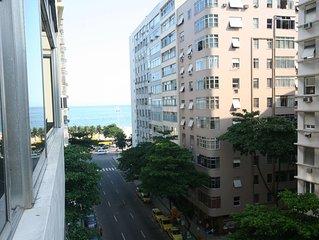 Amplo apartamento de 5 quartos na esquina da Praia de Copacabana