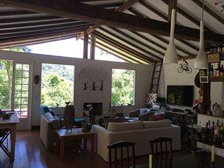 casa de veraneio, super arborizada, ambiente rural com as mordomias da cidade,.