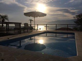 Casa com piscina,vista total para o mar para ate 8 pessoas.