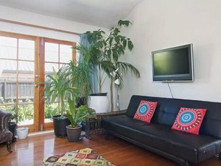 Stylish large villa (sleeps 9) 5 mins from CBD