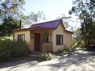 Tricklebeck Spa Cottage: Luxury romantic wood cabin in peaceful location