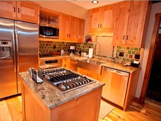 New 2 BR Penthouse Condo by Gondola - Hot Tub, Steam Shower, 50' TV's, WIFI, A/C