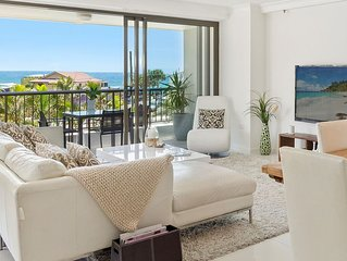 LUXURY BEACHSIDE APARTMENT in STUNNING MAIN BEACH!