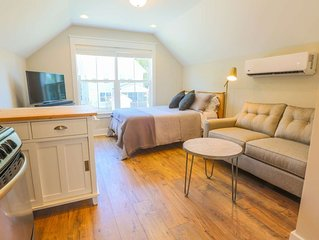 New Dog Friendly Studio! Perfect Business Traveller/Romantic Weekend Suite! Clos