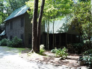 Cashiers Lake Cabin- 10 minute walk to town park, shopping, dining.