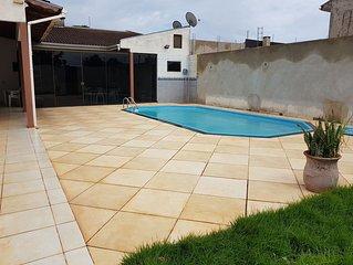 Casa com 1 suite, 1 quarto e piscina em Foz do Iguacu.