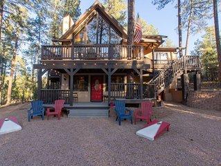 Spacious Chalet Retreat, 3 Decks, Newly Renovated Wildlife Abound