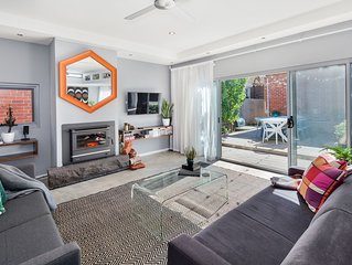 Spacious Styled CBD Home | Entertain | Explore | Air Con | Wood Fire |Sleeps 10!