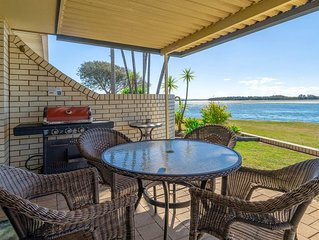 Peninsula Court Unit 9 - Relaxing river front location