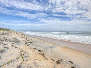 Less than 8 min walk to Beach! Enjoy a Simple FL Lifestyle Here - BBQ Grill, Fre