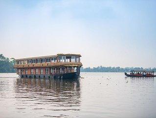 Double-Decker floating Deluxe Houseboat