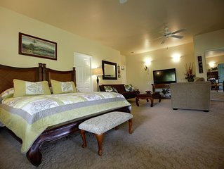 'Island Goode's'  Mauna Kea Room - Extra Large Luxury Room - Air Conditioned