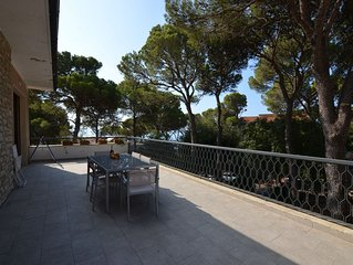 Airy Modern 2- Bed Apartment with Large Seaview Terrace 100m from the Sea