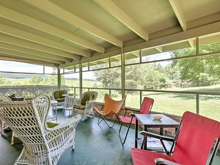 Tucked Away Home w/Fireplace-Mins From Lexington!