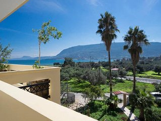 Unlimited Sea View~ Artistic 2 bedroom flat - next to the beach - nature around